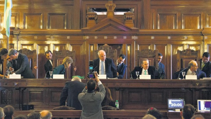 La Corte Suprema calla y habilita