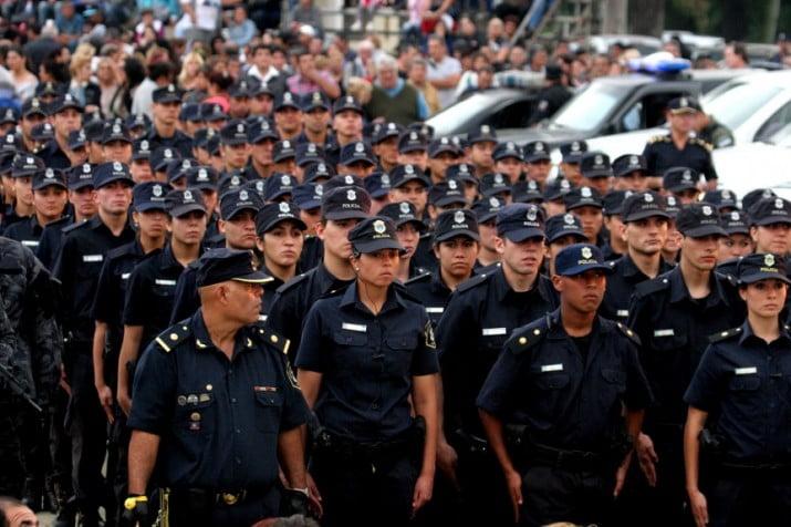 Condena contra la Provincia reaviva el debate por la portación de armas fuera de servicio de los policías