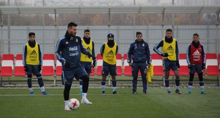 La Selección le hizo frente al frío de Moscú y completó su primera práctica