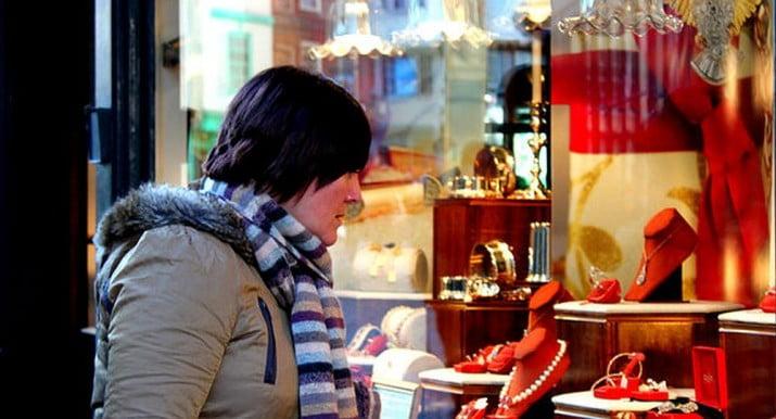 """El """"síndrome de mirar vidrieras"""" que cuadriplica el riesgo de infarto"""