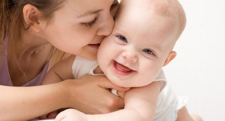 La falta de besos dejan huellas irreparables en genes de los niños