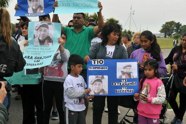 Los familiares de los submarinistas enfurecidos con Oscar Aguad