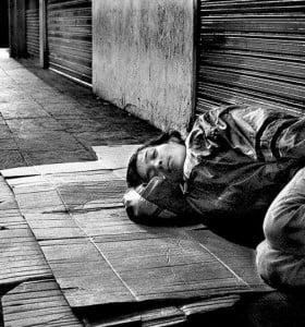 """""""Aporofobia"""": un término para el miedo a los pobres"""