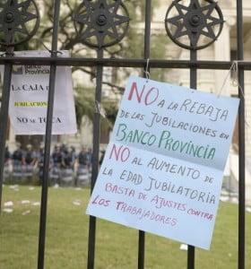 Vidal promulgó la reforma previsional de BAPRO y podrían volver los paros