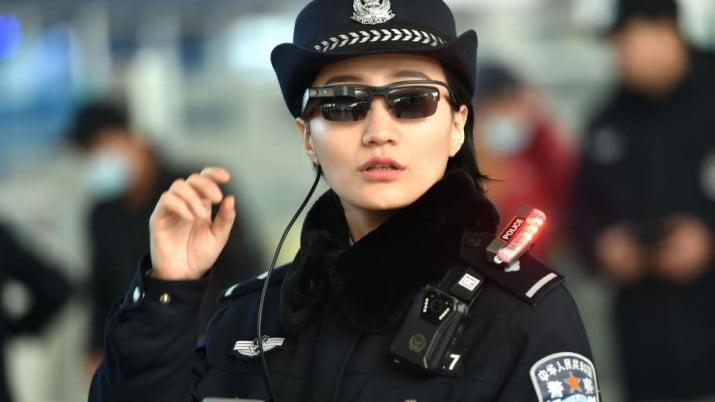 La policía china empezó usa anteojos que identifican delincuentes