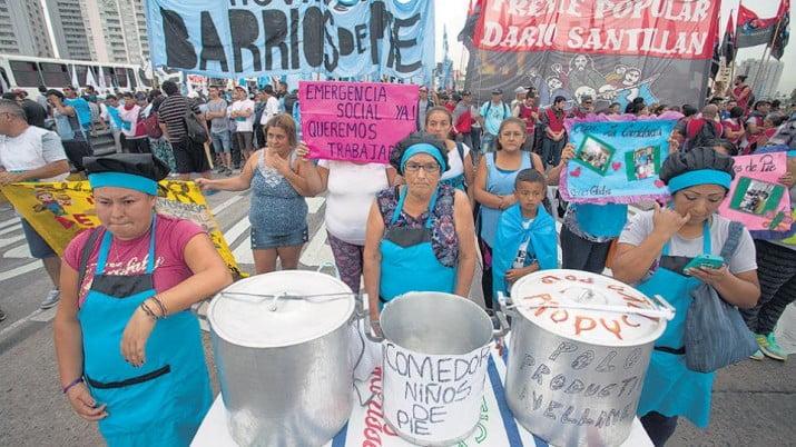 Protestas por despidos y por la emergencia
