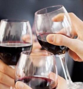 El consumo mesurado de vino ayuda a 'limpiar' el cerebro