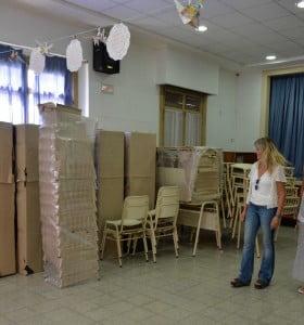 Entrega de mobiliario y útiles para escuelas