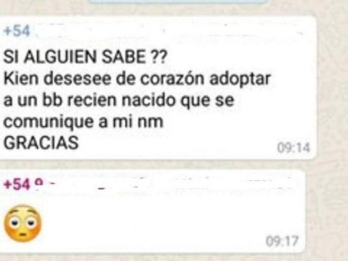Ofreció a su bebé en un grupo de WhatsApp