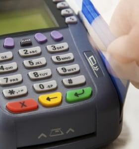 Desde mañana todos los comercios deben aceptar tarjeta de débito