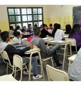 Solo el 60% de los alumnos secundarios se gradúa en el tiempo esperado
