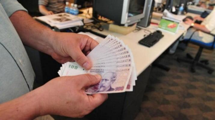 Economía en rojo: estiman que a fin de año el salario perderá el poder adquisitivo sobre el 91% de los productos