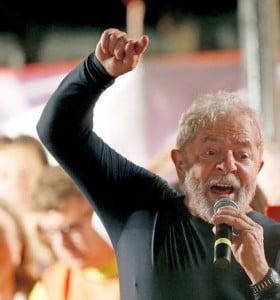Lula comenzó su campaña desde la cárcel