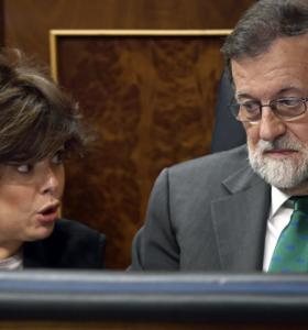 Rajoy a un paso de caer
