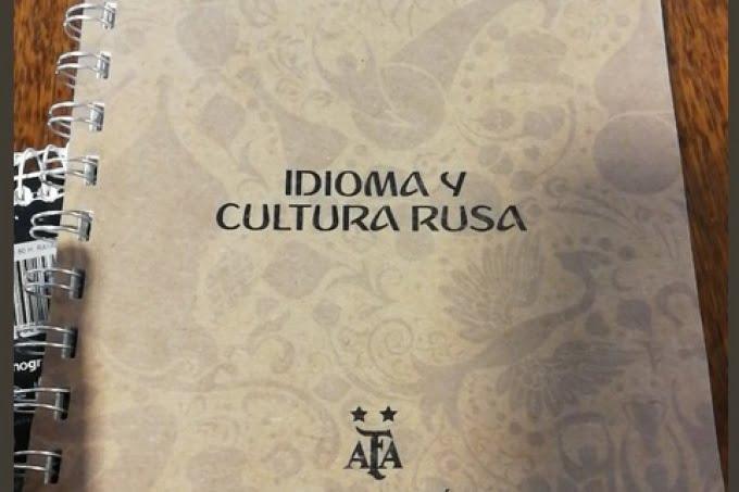 """Vergonzoso: la AFA distribuyó un manual para """"tener una oportunidad con chicas rusas"""""""