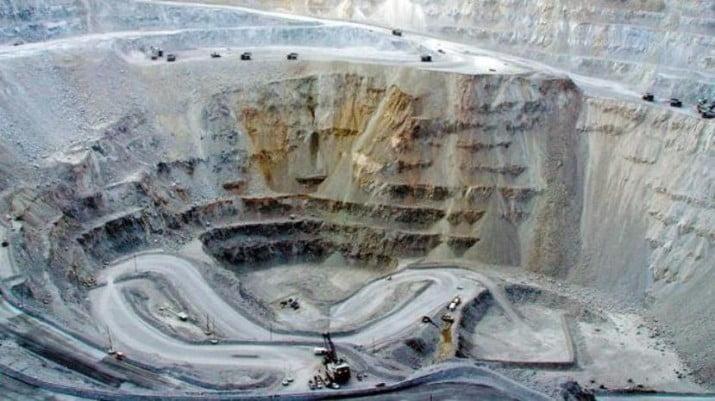 Macri defiende a minera contaminante que aportó a sus campañas