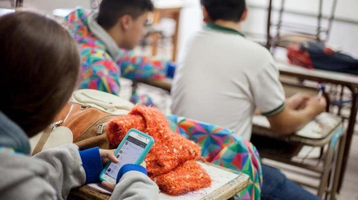 El celular en el aula: ¿conviene que los chicos lo usen?