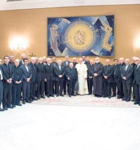 Renuncian 34 obispos chilenos