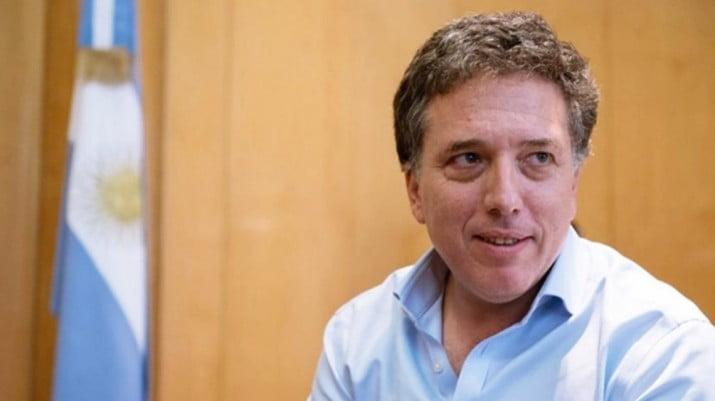 Volantazo y marcha atrás: Macri volvió a unificar Hacienda y Finanzas