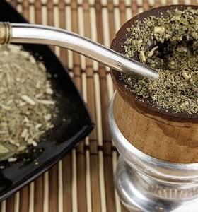 Comenzará a venderse yerba mate con cannabis en Uruguay