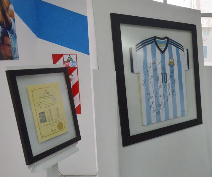 El Museo del Deporte recibió una camiseta de Lionel Messi
