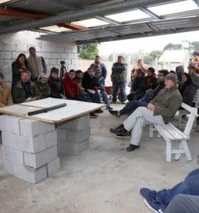 Alumnos de la Facultad de Ingeniería presentaron un calefón solar para familias en situación de pobreza