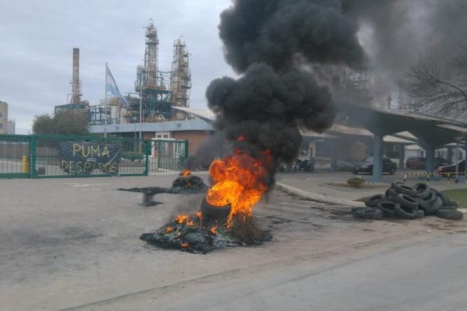 Continúa la toma de una refinería por 150 despidos e intervendrán Provincia y Nación