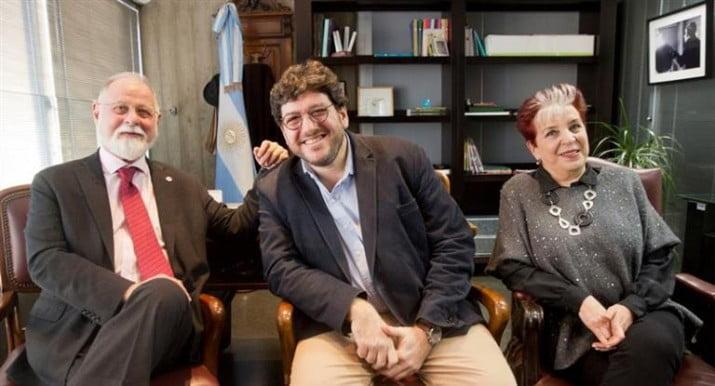 Alberto Manguel renunció a su cargo como director de la Biblioteca Nacional