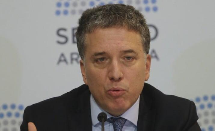 Dujovne bloquea los fondos que aun no se ejecutaron y refuerza el ajuste para el FMI