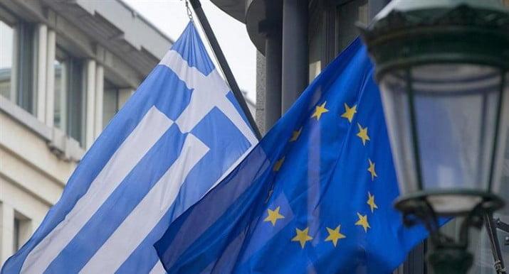 """Tras 9 años de salvatajes financieros, Grecia se """"mantiene"""" en pie por sí sola"""