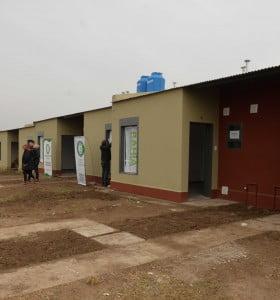 Entrega de viviendas en el complejo de Petroquímicos