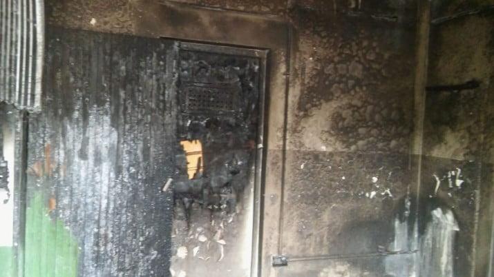 """Un empleado municipal sufrio quemaduras durante el incendio de una """"matera"""" del Parque de Mayo"""