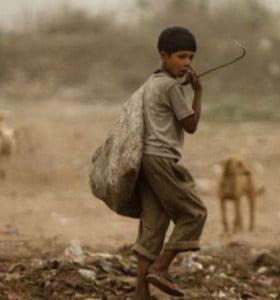 En el mundo, 662 millones de niños viven en la pobreza