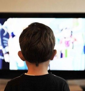 Contra la obesidad infantil, empresas alimenticias publicitarán productos sanos