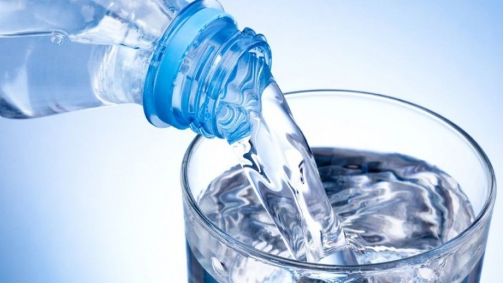 Beber 1 litro y medio de agua al día previene las infecciones urinarias
