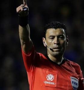 La Conmebol designó al árbitro para la final River-Boca