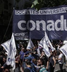 Docentes universitarios realizarán un paro nacional en reclamo de una recomposición salarial