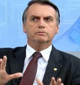 Una denuncia por corrupción salpica a Bolsonaro