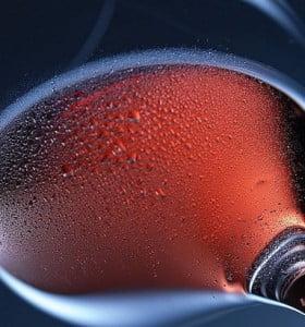 ¿Una copa de vino diaria es buena para el corazón? Médicos no llegan a acuerdo