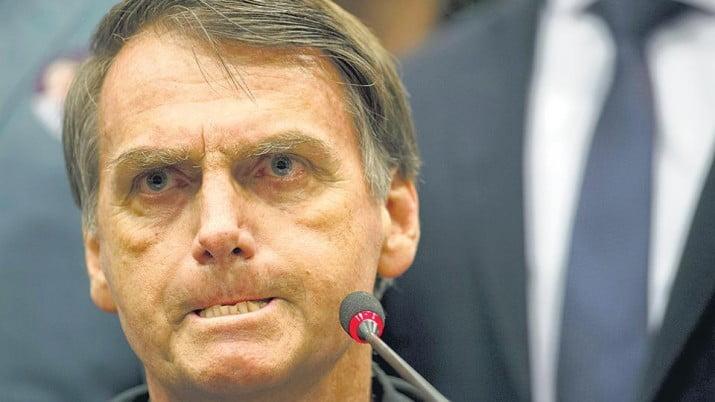 Bolsonaro ya redujo el salario mínimo y cargó contra originarios y la comunidad LGBT