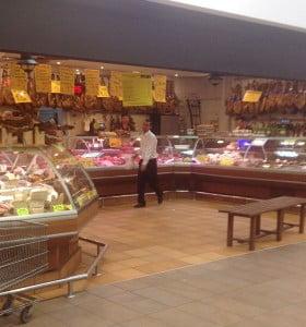 Un súpermercado promete congelar por tres meses los precios de la carne