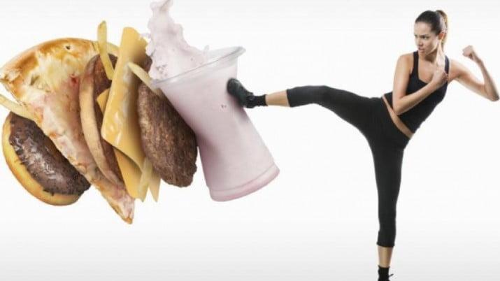 Los 5 hábitos que pueden arruinar tu propósito de bajar de peso