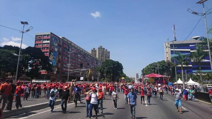 Chavistas y antichavistas toman las calles