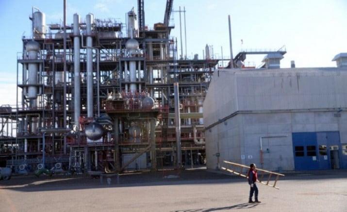 El gobierno fusiona dos empresas nucleares y hay temor por despidos masivos