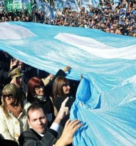 La historia de la bandera argentina de Belgrano a 207 años de su creación