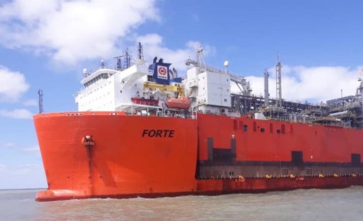 Llegó a Bahía Blanca el barco con el que YPF exportará el gas de Vaca Muerta