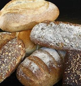 Una rodaja de pan de salvado tiene 3 veces más sodio que una de pan blanco