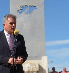 Gay convocó a dar forma a una agenda permanente sobre Malvinas