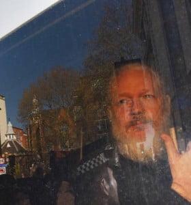 Assange, a tiro de extradición