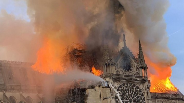 Se incendió la Catedral de Notre Dame de París